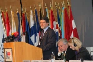2011-FM-Picula-speaking